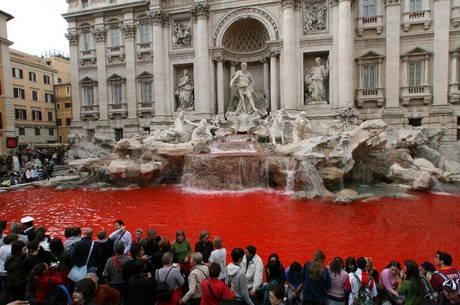 Fontana di Trevi - Vandalismo
