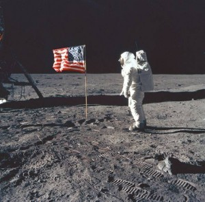 Neil Armostrong invade la Luna
